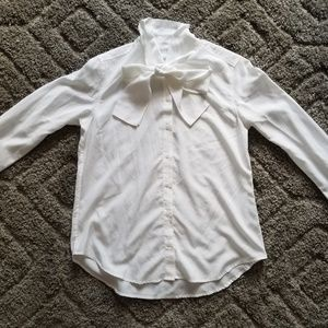 Uniqlo Size M white top with pussybow buttondown